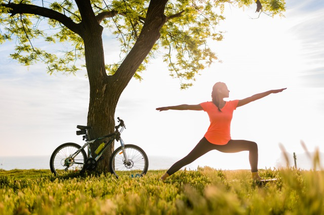 yscslim-beautiful-woman-silhouette-doing-sports-in-morning-in-park-doing-yoga