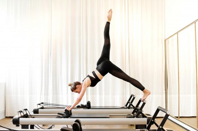yscwoman-doing-single-leg-pike-yoga-exercise